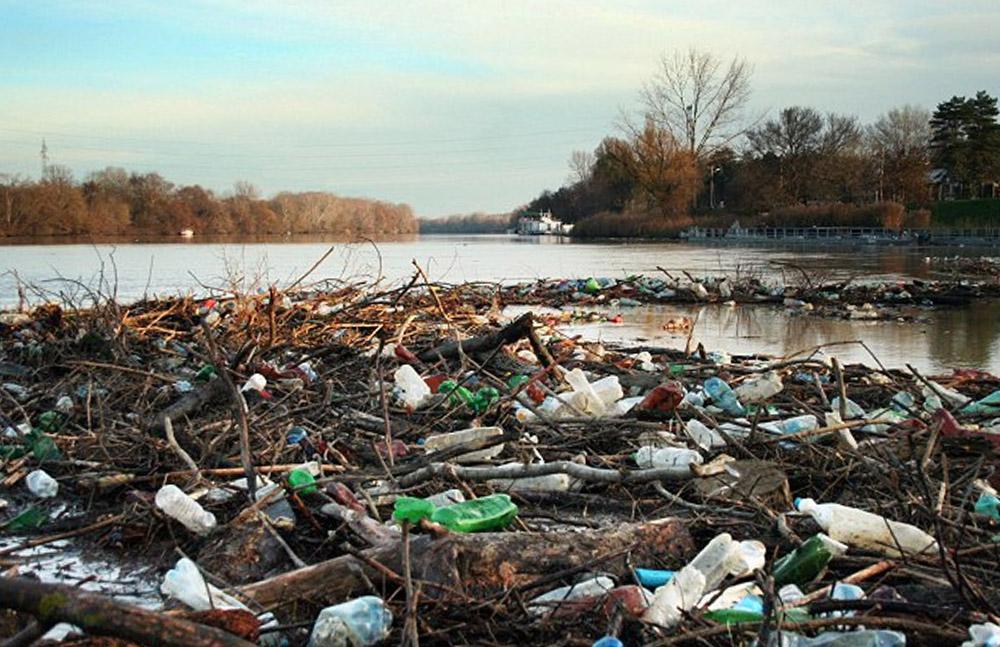 Nyolc tonna hulladék gyűlt össze a Tiszán