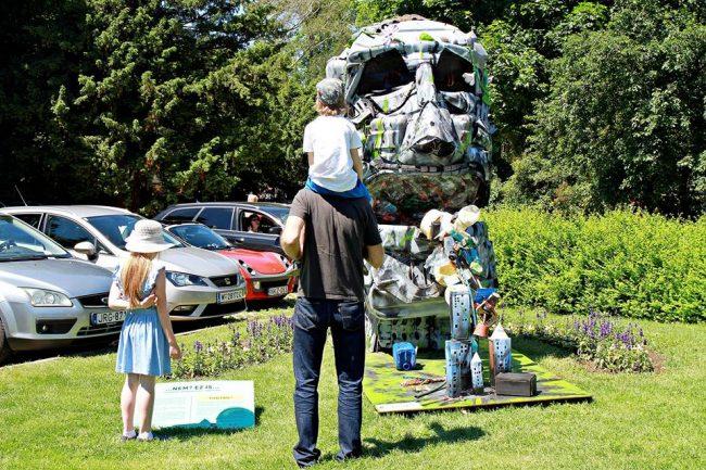 Hulladékszobrok hívják fel a figyelmet a természetvédelemre